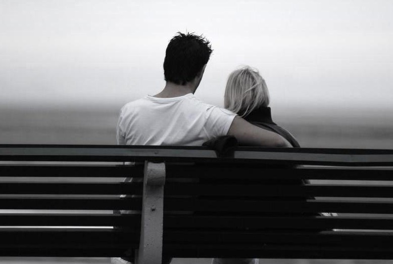 couple_on_bench_11880918_std